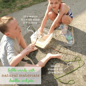 20 Brincadeiras refrescantes para um dia quente - bolha de sabao gigante com elementos naturais