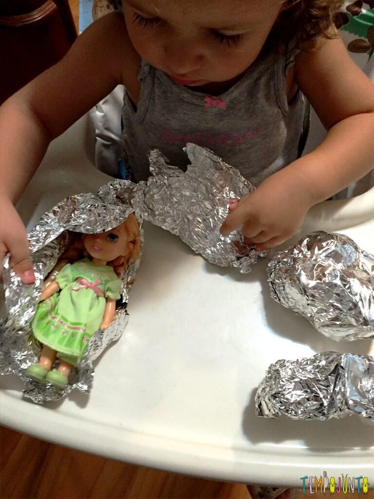 Como estimular a concentração dos filhos - gabi desembrulhando a ana 2