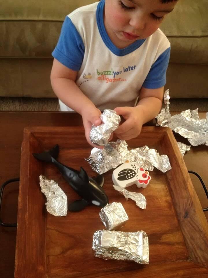 Um dia de brincadeiras com seus filhos - papel aluminio