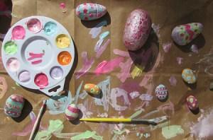 20 ideias para se divertir na Páscoa - ovo de pedra