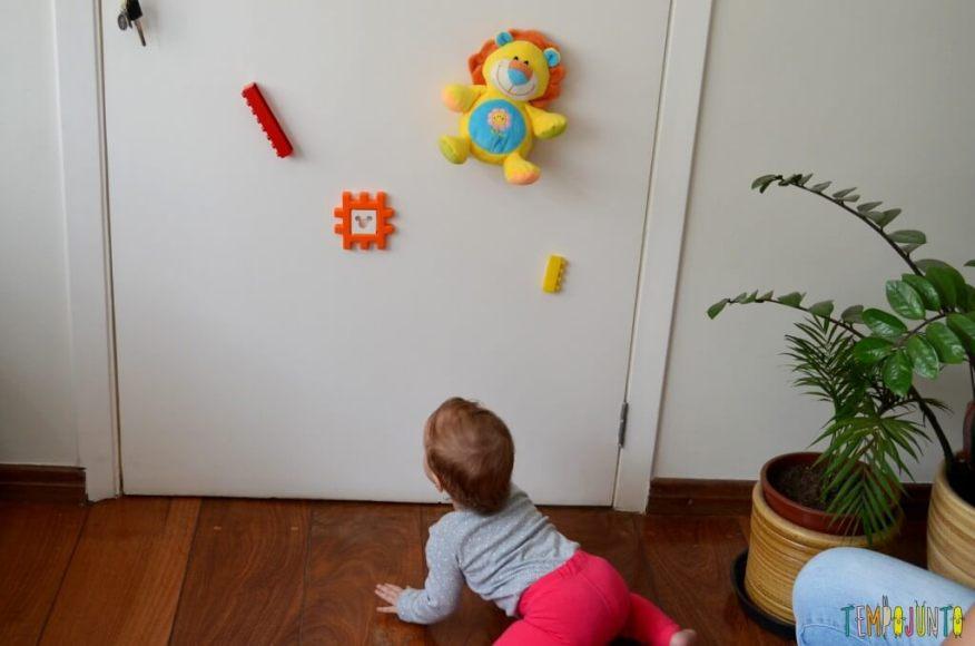 Brincadeira 3 em 1 para bebês sentar engatinhar e pegar - bebe engatinhando ate os brinquedos