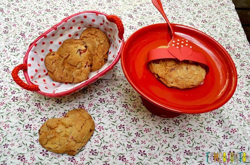 Presente da mamãe feito pela Chapeuzinho Vermelho - Tempojunto na Cozinha - scone pronto na cestinha