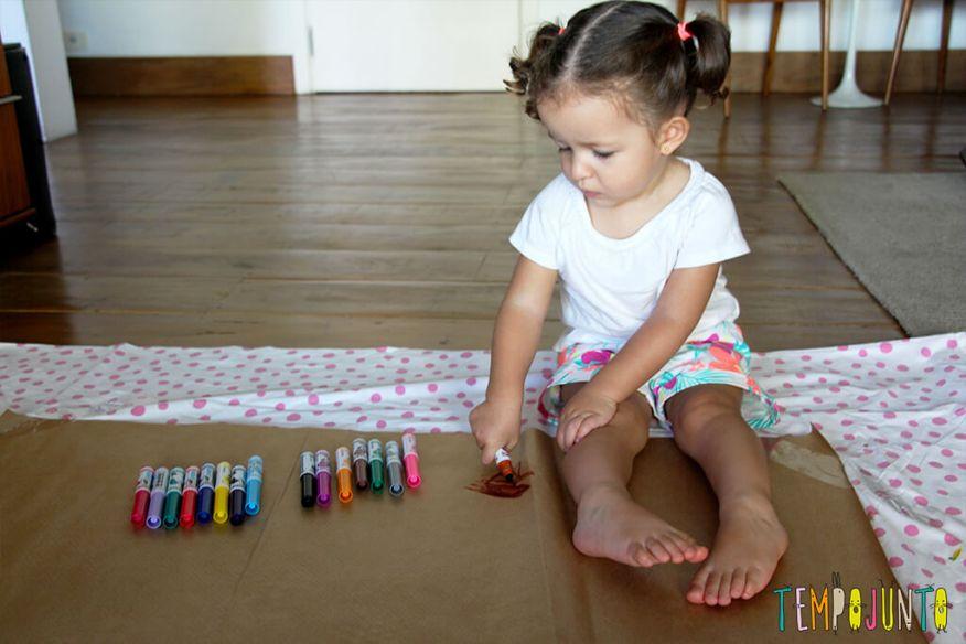 Vamos estimular a criatividade dos pequenos - gabi começando a desenhar