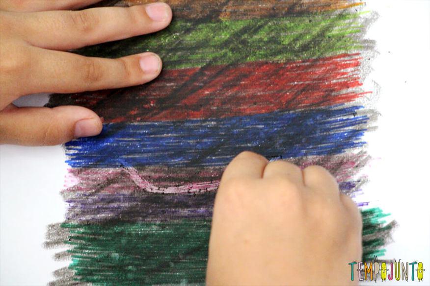 Desenho mágico- um jeito diferente de fazer arte - começando a raspar o desenho