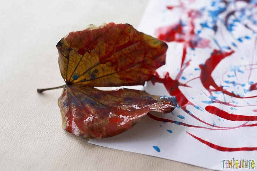 Semana mundial do brincar - lugares inusitados - folha com tinta