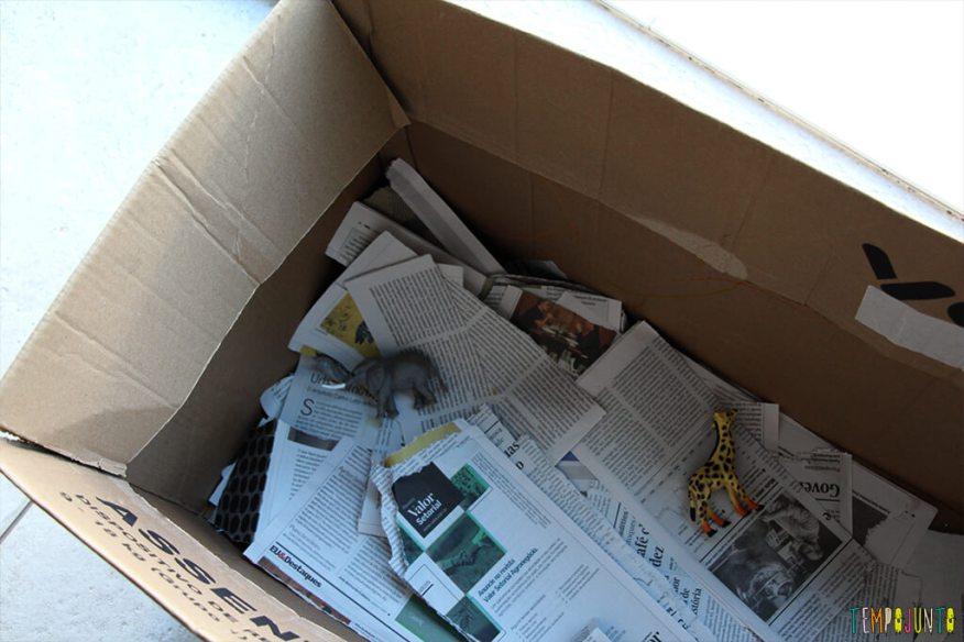 Brincadeira com jornal e papelão -caixa montada