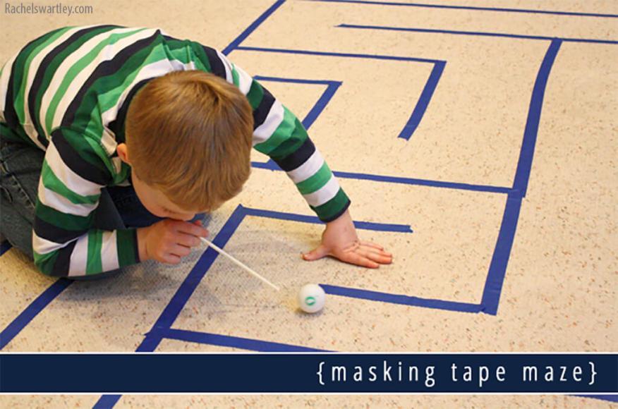 10 maneiras de brincar de fita crepe - labirinto de canudo