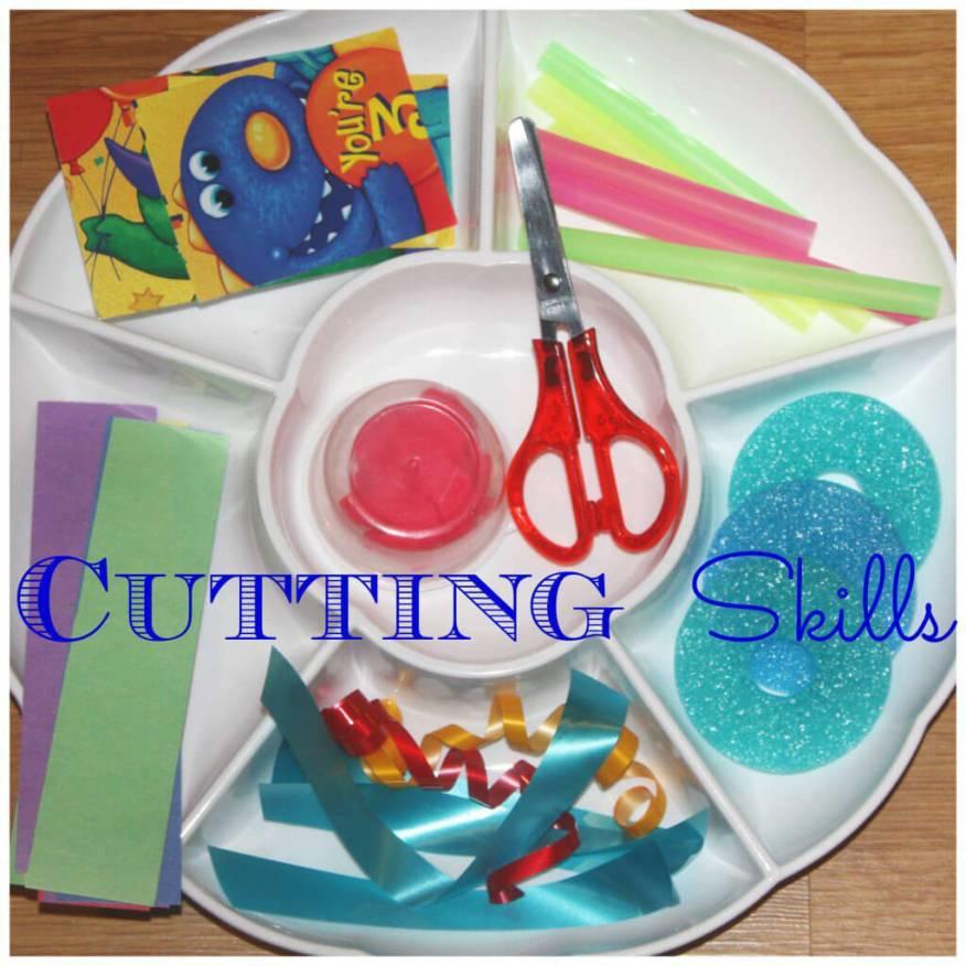 Brincar de recortar - cantinho de cortar
