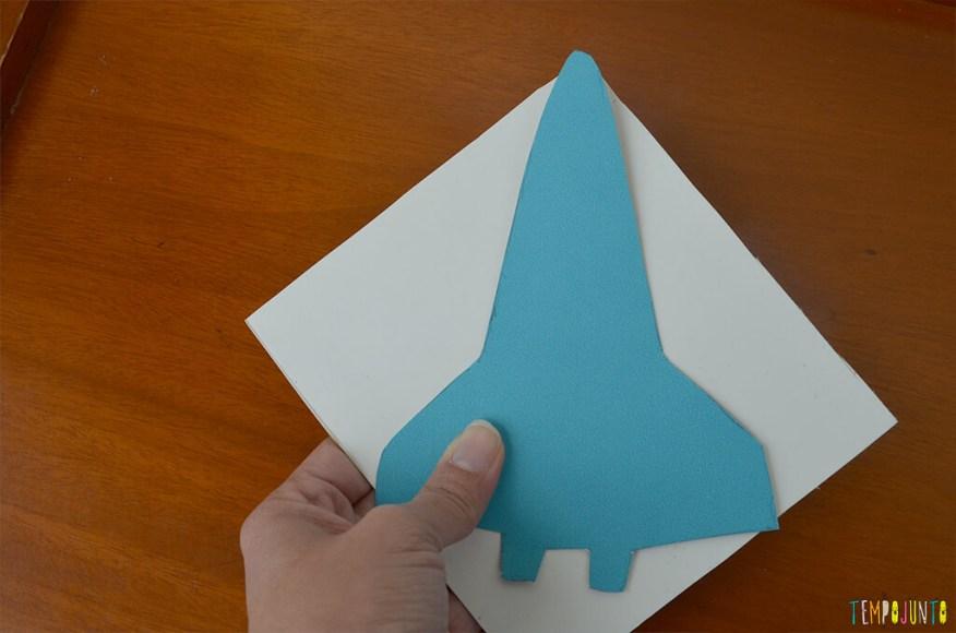 Um brinquedo caseiro super divertido feito com papelão e barbante - foguete cortado