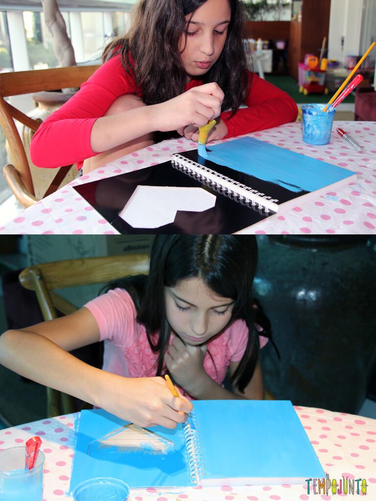 Como customizar um caderno com as criancas_7121_7128_meninas pintando o caderno