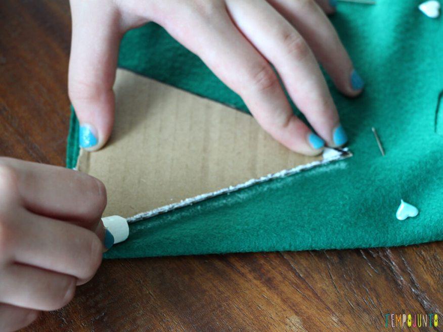 Como fazer um enfeite caseiro para a árvore de natal_3698_marcando-o-tamanho-da-arvore