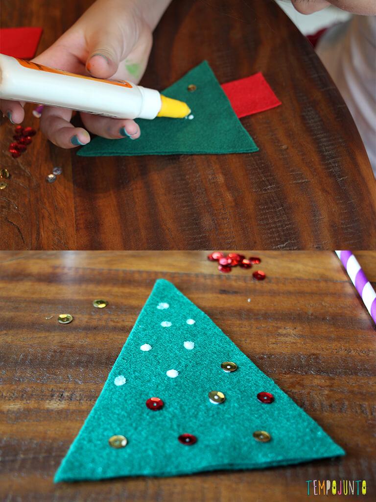 Como fazer um enfeite caseiro para a árvore de natal_3808_3831_Colando-lantejolas