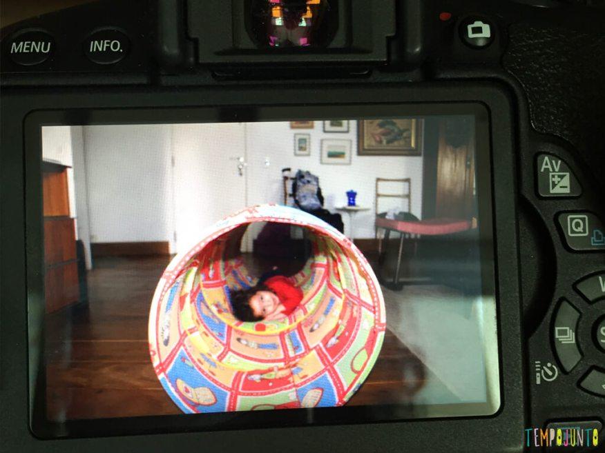 Quando a TV inspira a brincadeira_12.27.59_gabi-no-visor-da-camera