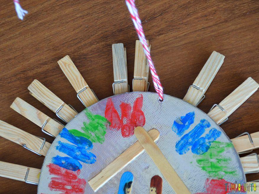 Tradicao de Natal que vira brincadeira e cria lembrancas incriveis para as criancas_Close-no-barbante