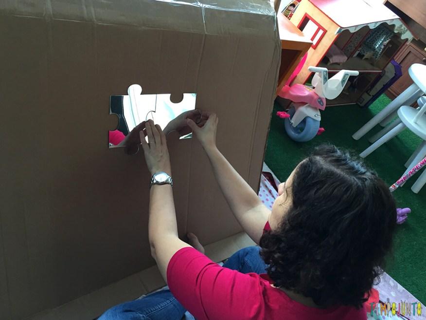 Como fazer uma cabana de caixa de papelao_16.12.41_colando espelho