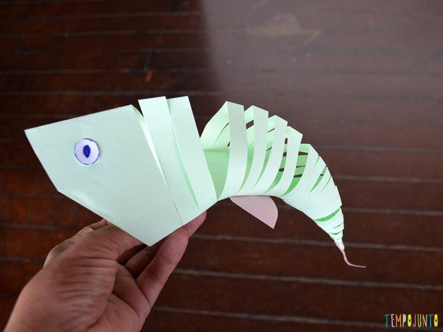 Um brinquedo caseiro que você consegue fazer agora e trazer para brincar com filho_13.17.10_peixe-flexivel