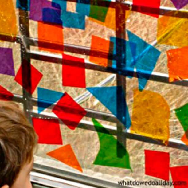 10 ideias de artes para fazer com crianças - vidro de celofane