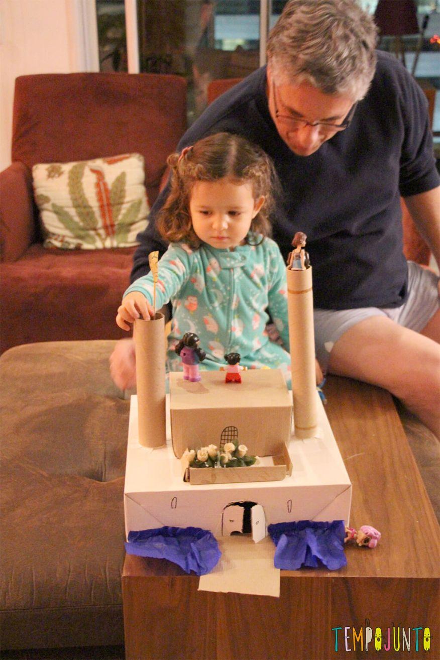 Como transformar sucatas em brinquedos - gabi brincando com o papai