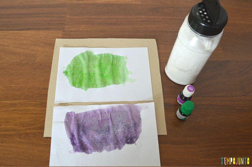 Arte com ingredientes de cozinha para crianças pequenas - corante no papel