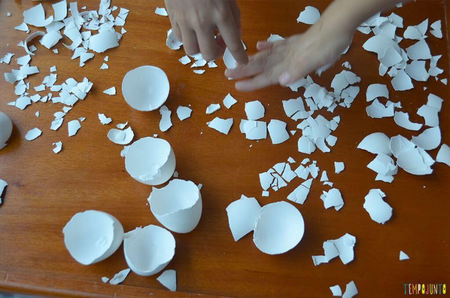 Arte com cascas de ovos para aquela lembrança de última hora - quebrando as cascas