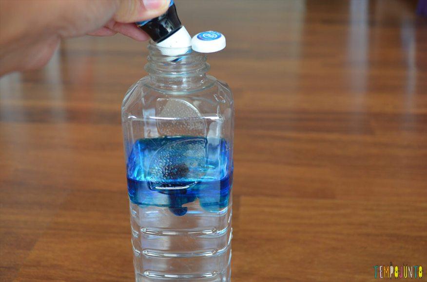 Agua viva de sacola reciclada - corante na água