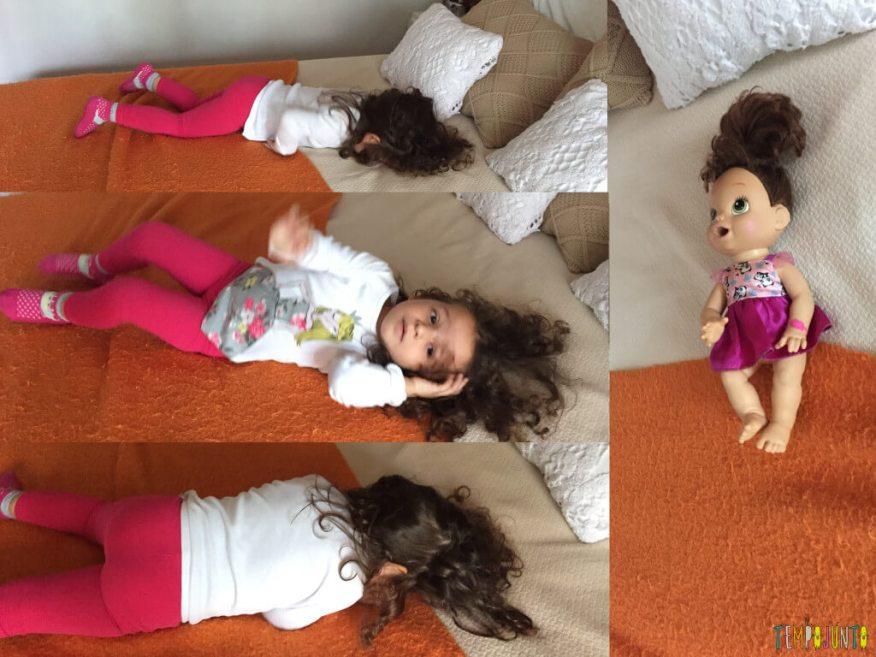 Aula de movimento para os brinquedos - gabi ensinando a rodar