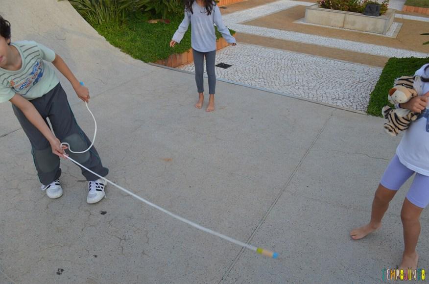 Mais uma brincadeira com corda - reloginho - henrique rodando a corda