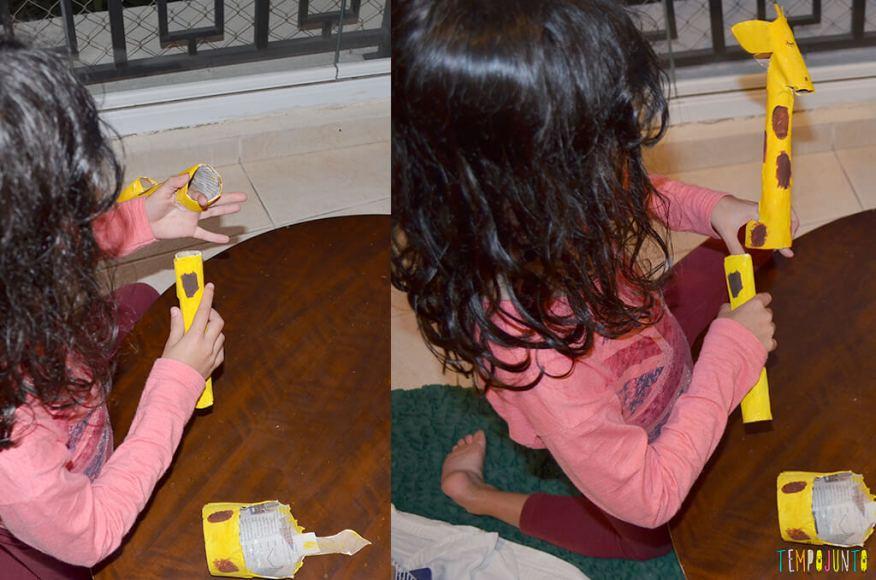 Um fantoche diferente feito de tubo de papel toalha - sofia montando a girafa