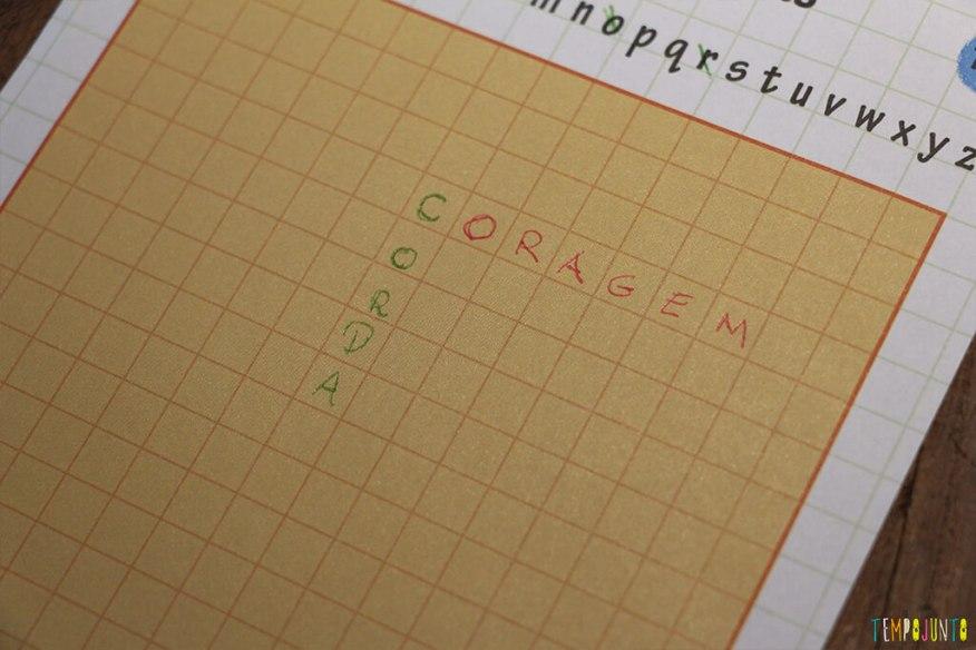 Um jogo de palavras cruzadas diferente - coragem
