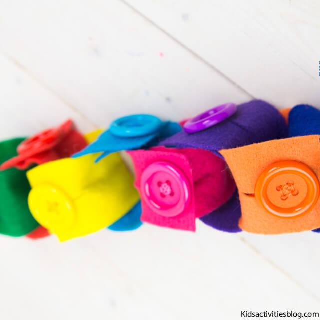10 brinquedos caseiros para brincar em silêncio - corrente de feltro