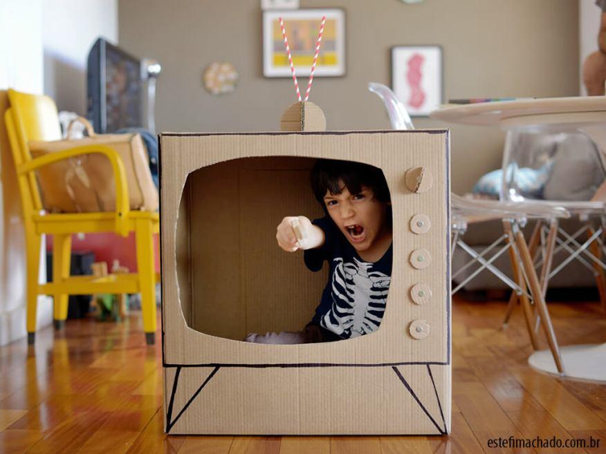 10 maneiras divertidas de brincar de profissões_TV-de-papelao