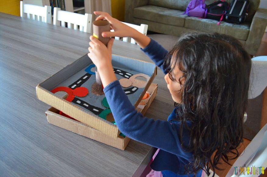 Um brinquedo para praticar a paciência e o sentido de direção - sofia brincando