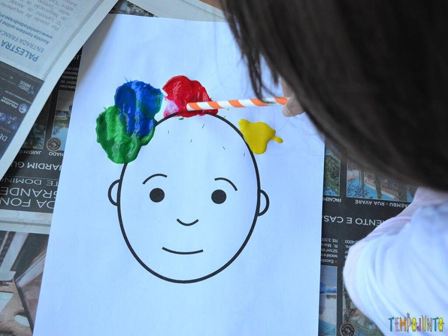 Um jeito diferente de pintar usando canudos_Assoprando-cabelo-de-tinta