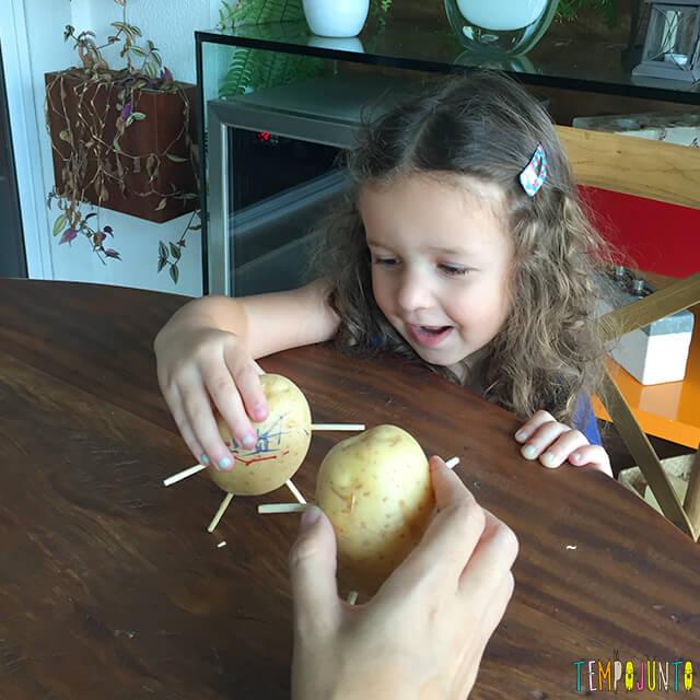 Como fazer bonecos de batata - gabi brincando com os bonecos