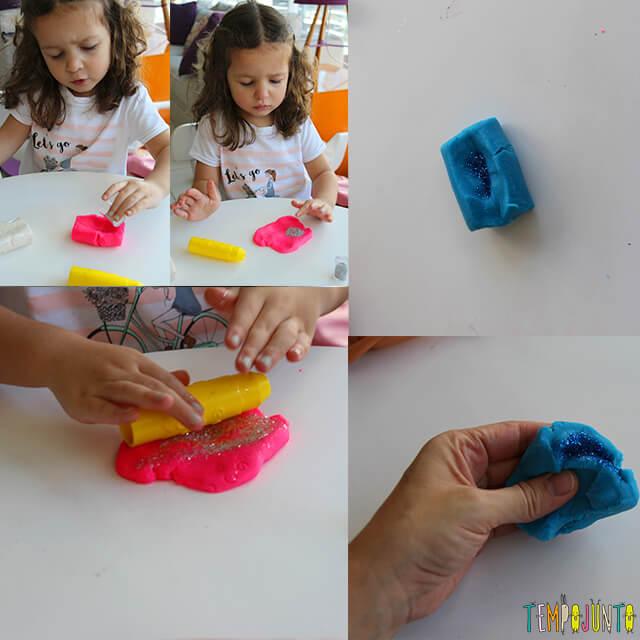 Como fazer roupinha de massinha - pat fazendo azul e gabi rosa