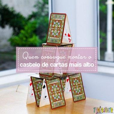 Vamos brincar de castelo de cartas?