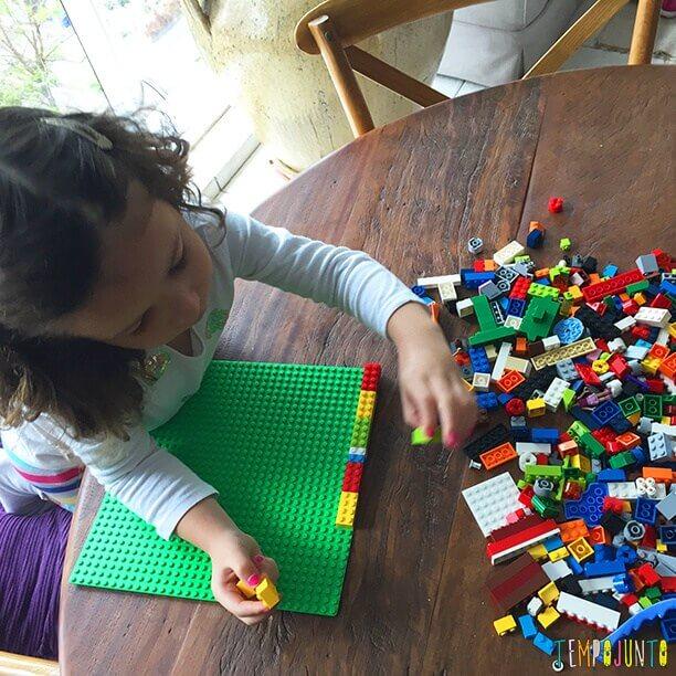 brincadeiras para crianças de 4 usando lego