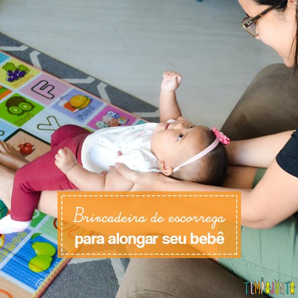 Escorregador humano para brincar de alongamento com seu bebê