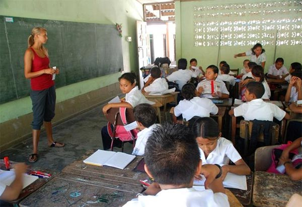 The Teaching of Problematic English Sounds to the Indonesian Beginners