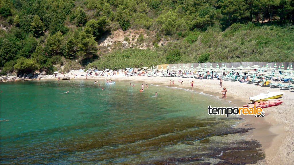 spiaggia sassolini scauri