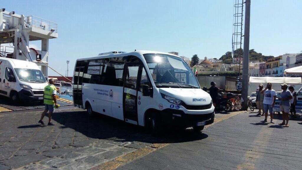 Ponza Estate Con Autobus A Impatto Zero Svolta Nel Trasporto