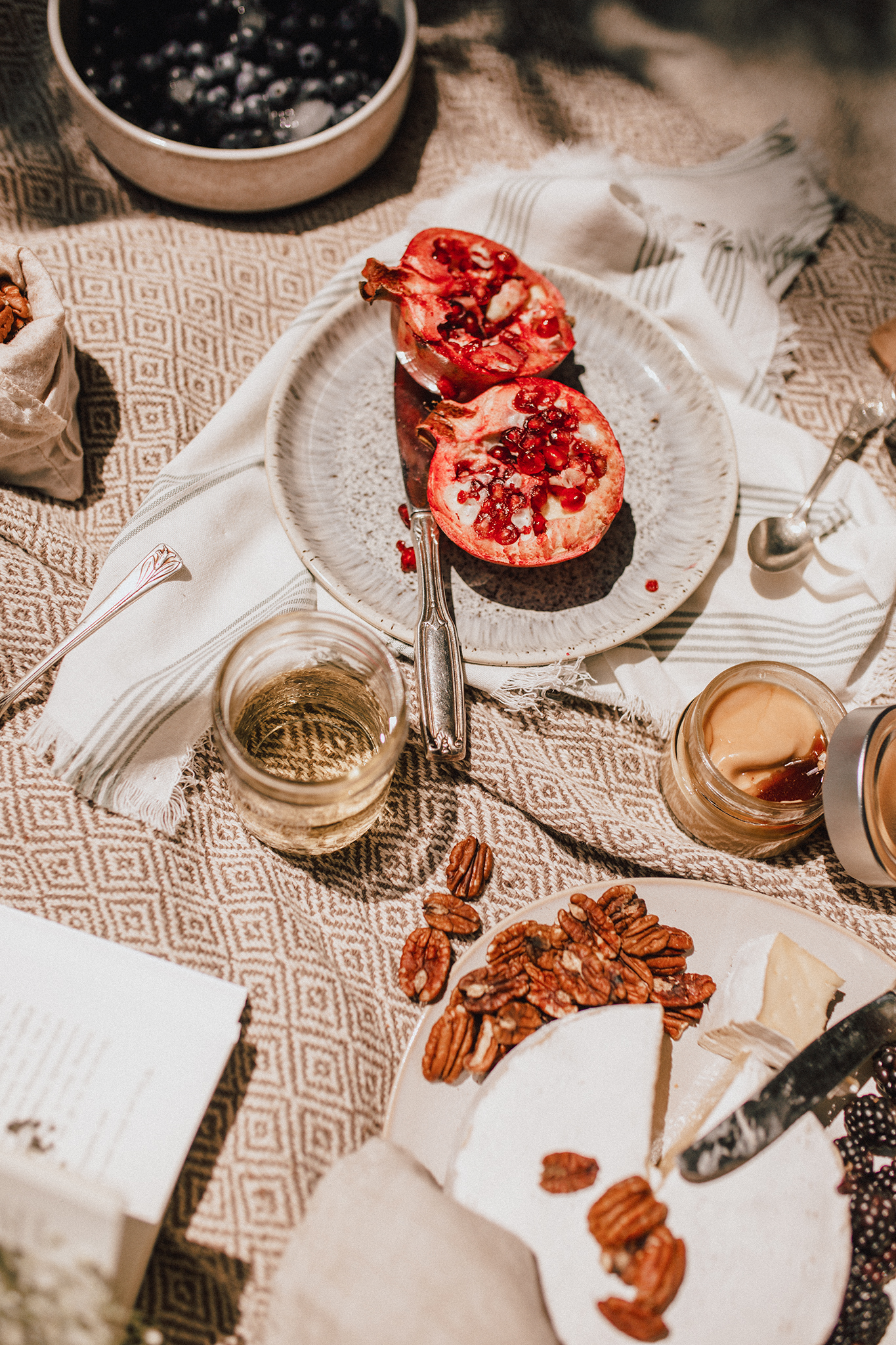 A simple and delicious picnic with Finca Las Moras Lady Blanc