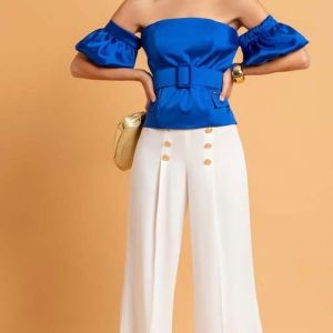 pantaloni palazzo bianchi con bottoni dorati