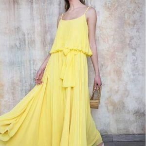 abito lungo giallo con balza top plisse e cintura