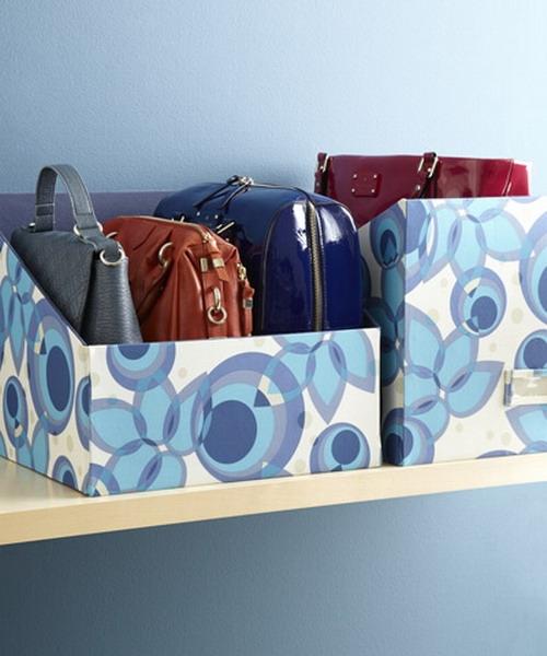 Utilisez des boîtes pour contenir des sacs plus petits