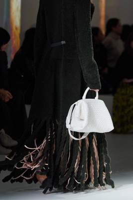 Daniel Lee adopte le tissage intrecciato de Bottega Veneta pour l'automne 2020