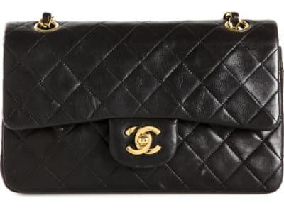 Sac à rabat classique Chanel, 3 599 $ via farfetch.com
