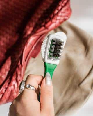 La brosse pour le Nettoyage de la doublure du sac