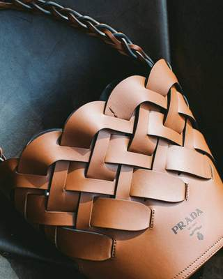Sac Seau Prada Cognac avec motif tissé