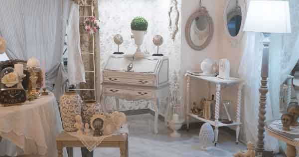 La bellezza dei mobili shabby chic sta proprio nei difetti e nelle piccole imperfezioni, perciò non c'è nome migliore di questo per il tuo negozio. Home Tendenze Shabby Chic